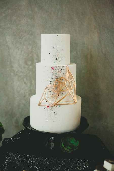 Cake with geometric pattern