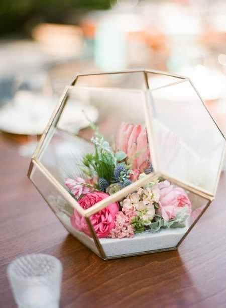 Floral geometric centerpiece
